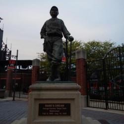амятник американскому бейсболисту Бейб Руту (Babe Ruth)