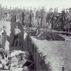 Заледеневшие трупы были собраны и похоронены в общей могиле