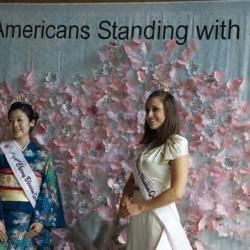 6. Mika Shinzawa, королева цветения сакуры от Японии 2011 и Margot Pfefferle, королева цветения сакуры от США 2010 в резиденции посла Японии 5 апреля 2011. Фото Carl Bouchard
