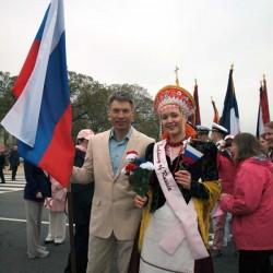 9. Дима и Лиза перед началом парада фестиваля цветения вишни 9 апреля 2011 года. Фото Надежды Агладзе